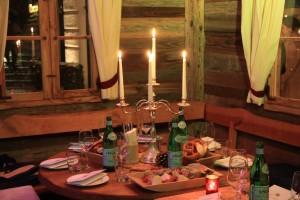 Almhütte Tisch