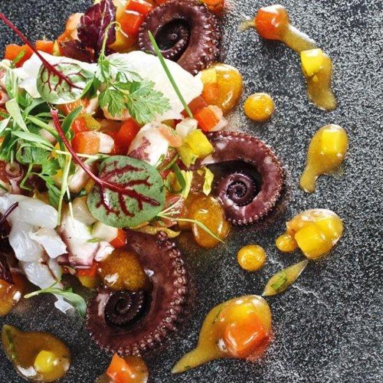 Oktopussalat mit Staudensellerie und Passionsfrucht