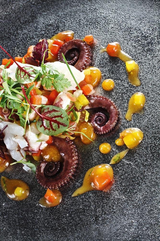 Oktopussalat mit Staudensellerie & Passionsfruchtsoße